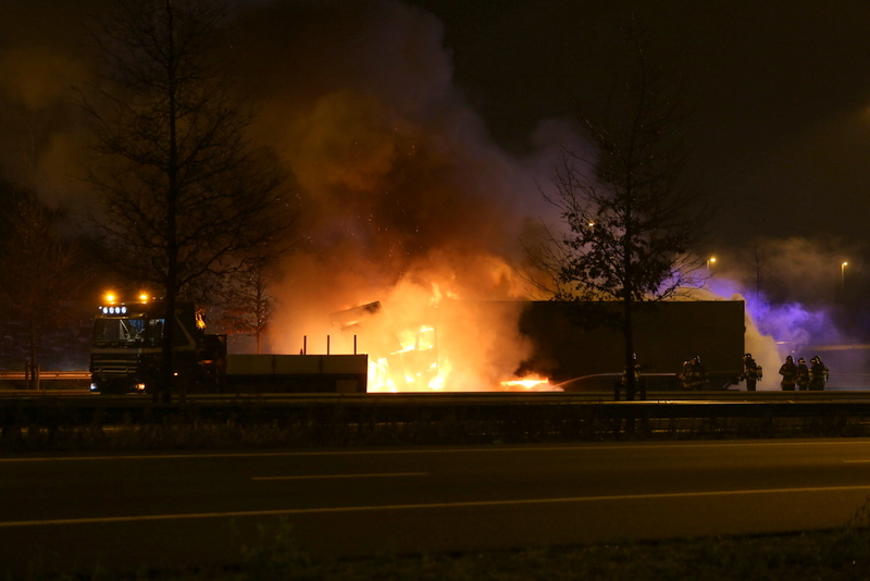 Uitgebrande vrachtwagen op de A2