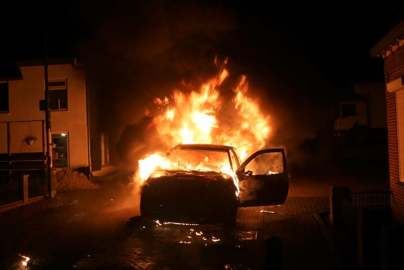 Sloopauto uitgebrand Veen