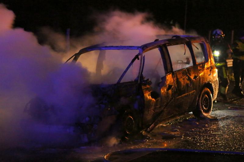Auto uitgebrand op de A2 bij Liempde