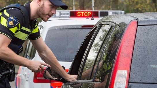 Politie houd bestuurder staande