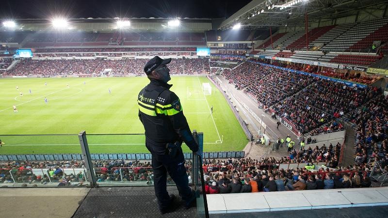 Politie bij wedstrijd PSV-stadion