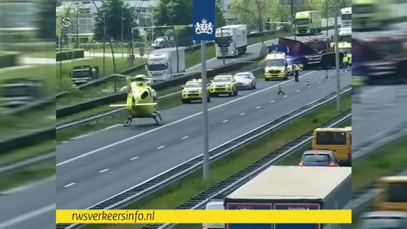 Vrachtwagenchauffeur raakt gewond bij ongeluk in Eindhoven, A2 tot zeker acht uur dicht.