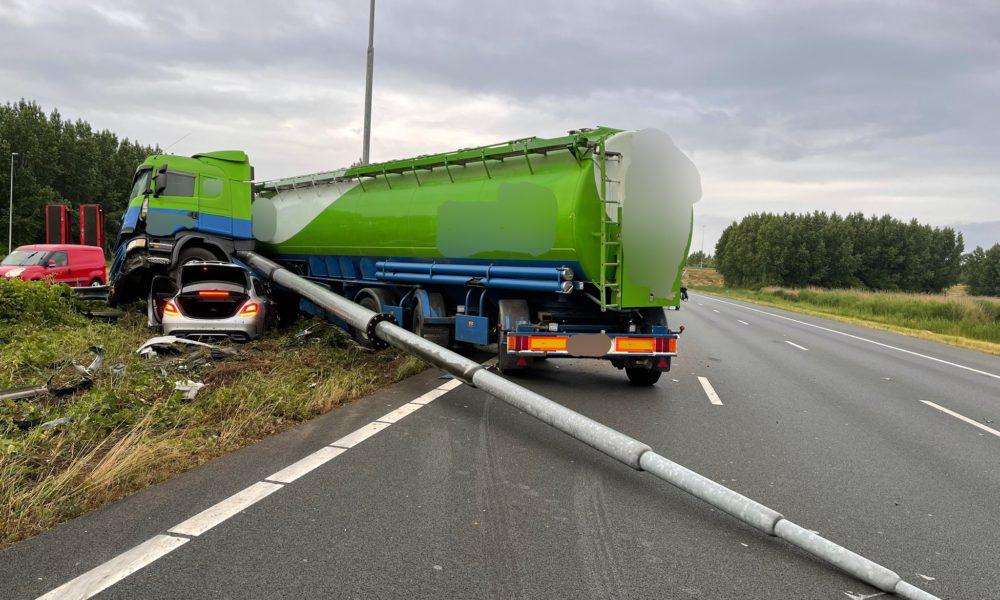 A2 richting Utrecht dicht na ongeluk.