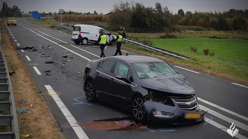 Zwaar verkeersongeval N201 Amstelveen: één dode, twee gewonden.