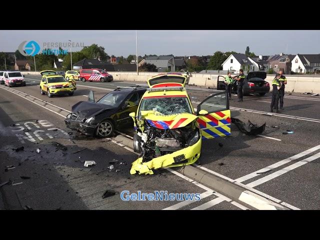 Video: Waalbrug Nijmegen dicht na ernstig ongeval met ambulance.